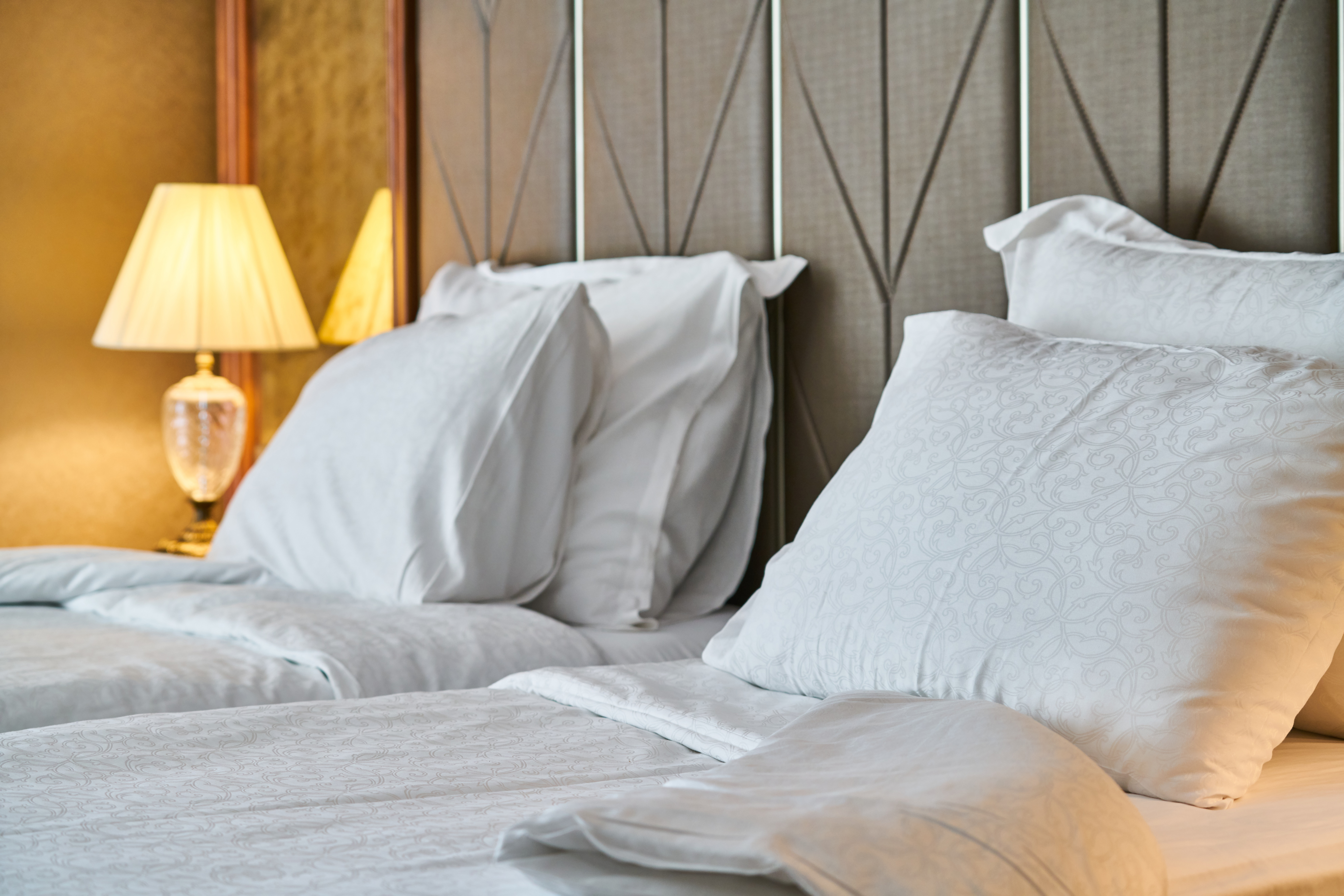 hotel, room, bed, pillow, sheets, white,